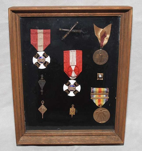 1024: 9 framed medals and pins
