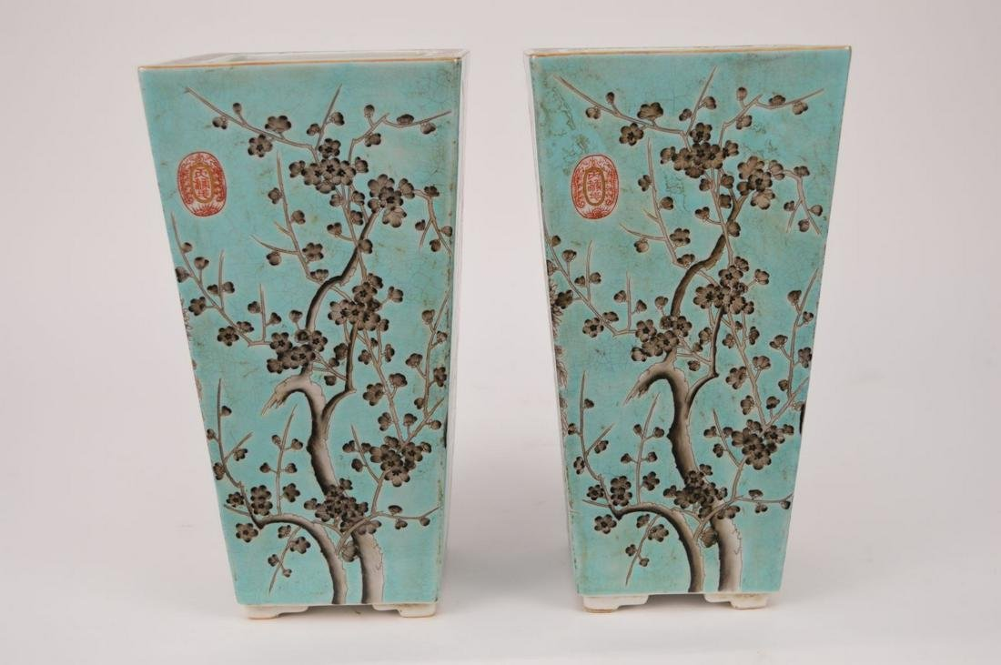 PAIR CHINESE QING DYNASTY FAMILLE ROSE PORCELAIN