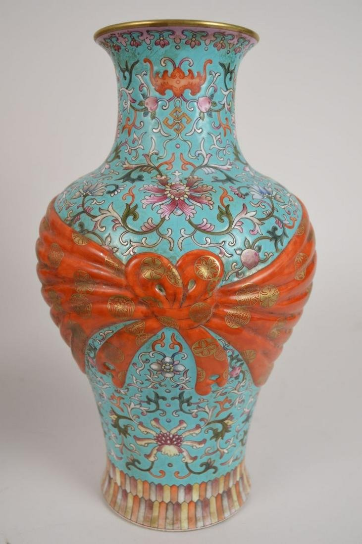 CHINESE QING DYNASTY FAMILLE ROSE  PORCELAIN VASE with