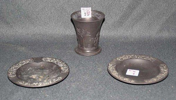 16: Wedgwood cigarette holder (black) and 2 ashtrays, h