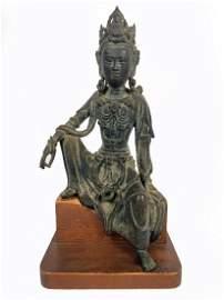 A RARE BRONZE SEATED FIGURE OF GUANYIN Yuan / Ming