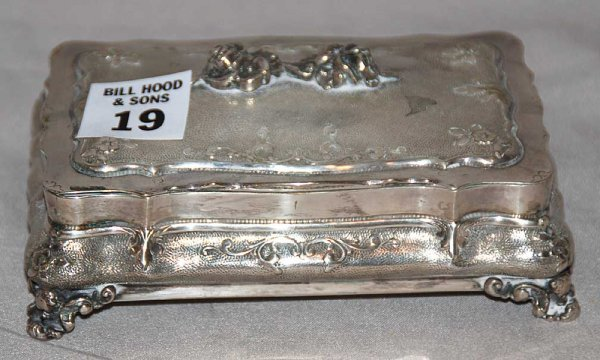 19: 800 silver footed & hinged box heavily decorated, 9