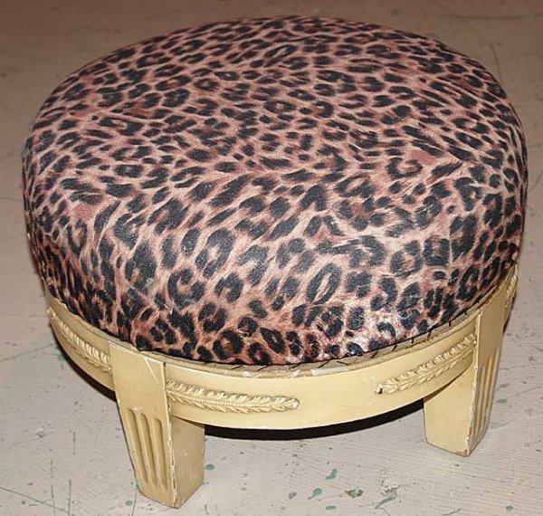 1017: Round revolving foot stool