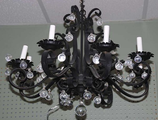 1018: Iron 6 light chandelier complete with candles, 24