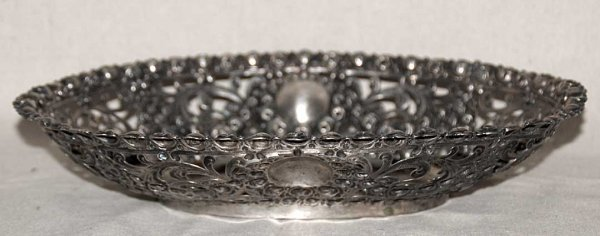 1012: Reticulated 800 silver fruit bowl with 4 cherubs
