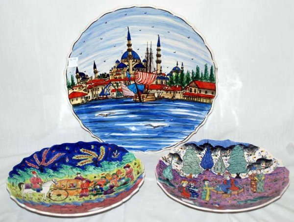 21: 3 platters depicting early scenes, largest of old I