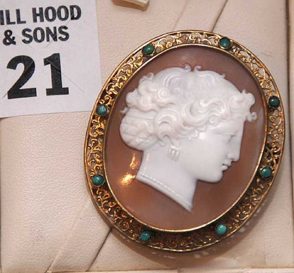21: Shell cameo pendant / pin filigree frame with small