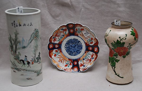 """2: 3 Oriental pieces: scalloped 8 1/2"""" plate, 10 1/2""""h"""