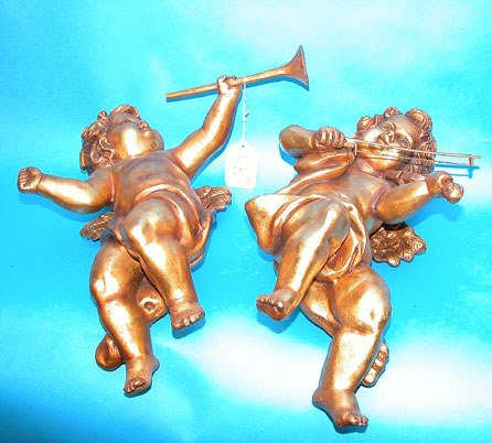 23: Pr. of gold painted wood puttis, 1 playing violin,