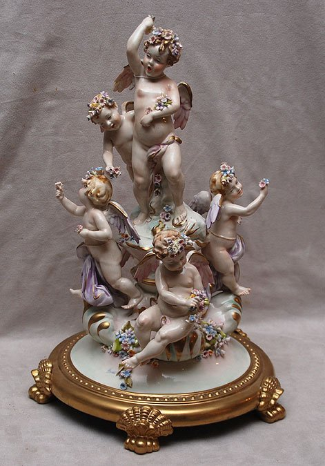 18: Capodimonte figurine of 6 puttis with applied flowe