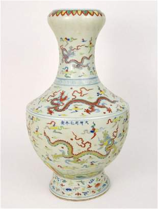 LARGE CHINESE FAMILLE ROSE PORCELAIN VASE.  Condition: