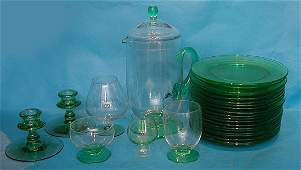 36B: 25 pieces of a green glass set, all with green sca