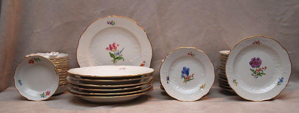 """1: Meissen dinner service, incl; 13 dinner plates (10""""d"""