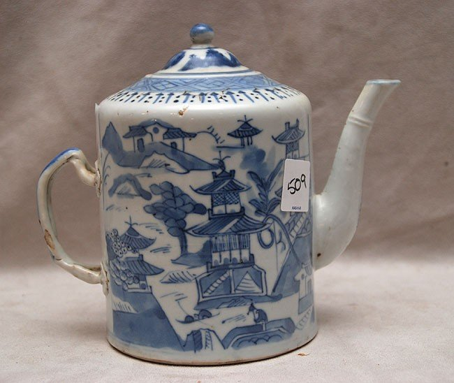 509: Covered Chinese blue and white teapot with seal on