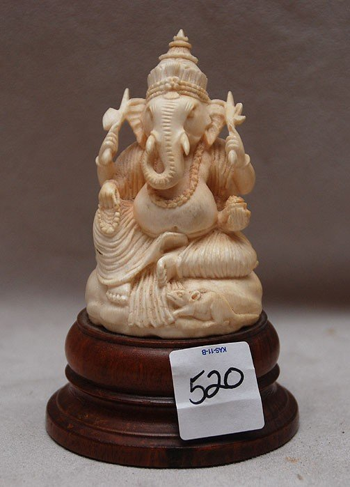 520: Carved seated ivory elephant, very detailed