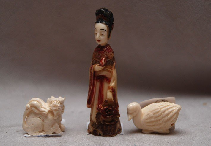 522: 3 miniature pieces ivory, duck enro, carved and po
