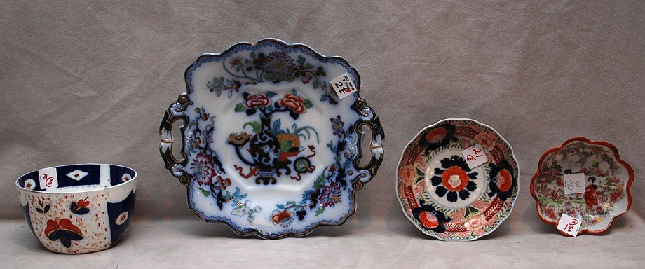 21: 5 pieces of porcelain; footed English Ironstone cak