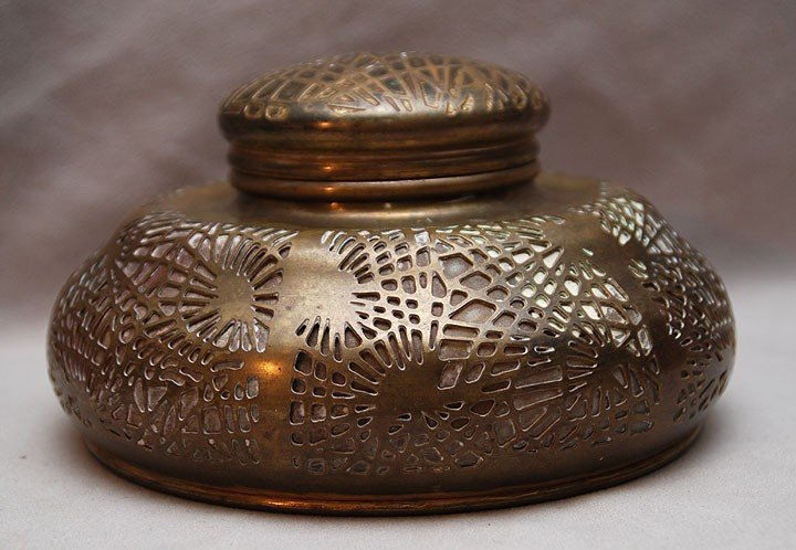 """15: """"Tiffany Studios New York"""" hinged inkwell with glas"""