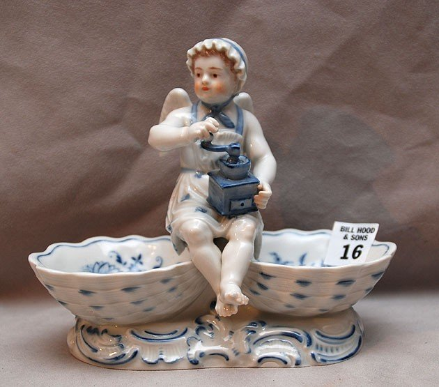 16: Meissen sweet meat dish with puttis (tiny chip to l