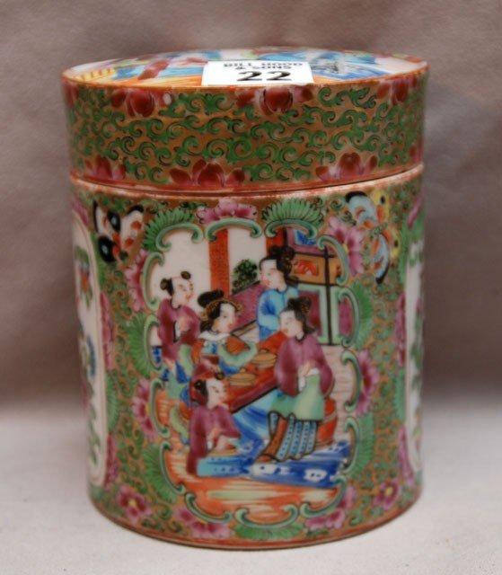 22: Rose Medallion round covered box (age crack to bott