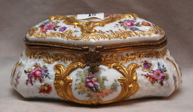 15: German gilt decorated and painted hinged box, 3 1/4