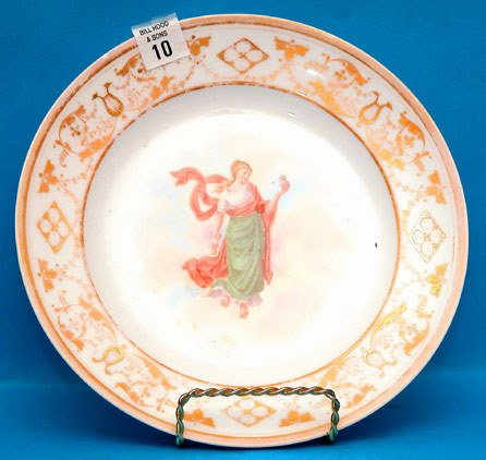 1010: Dresden plate, maiden with bird at center, some f
