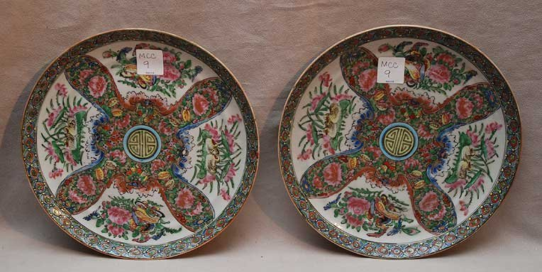 "19: Pair of Famille Rose plates, 9""dia"