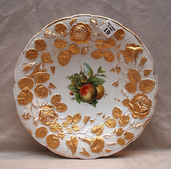 19: Meissen fruit bowl, motif of gilded flowers and lea
