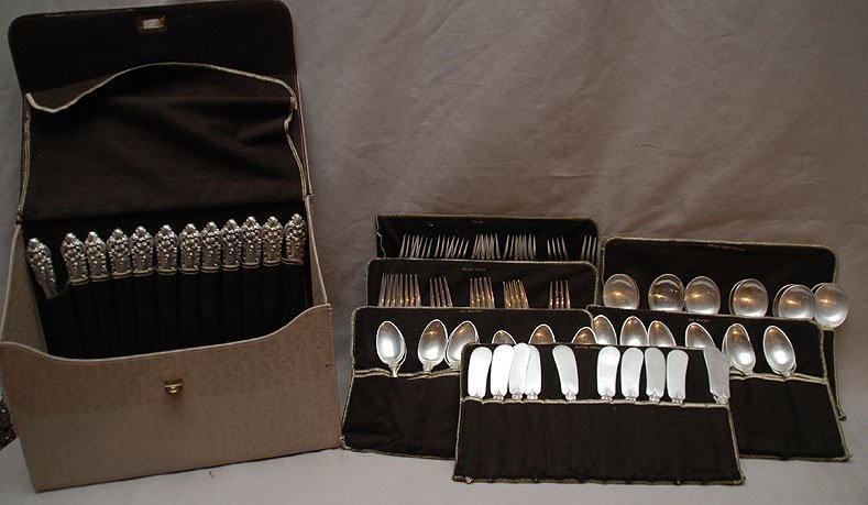 "24: Wallace sterling flatware set, ""Grand Baroque"" , in"