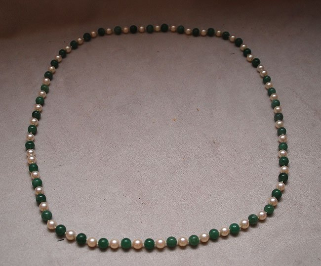 121: Cultured pearl and green quartz necklace, 8mm pear