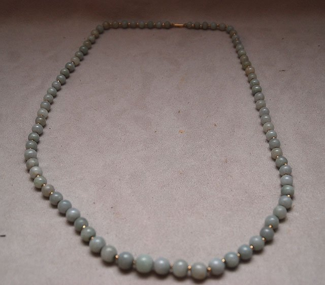 126: Necklace with light green jade beads that measure