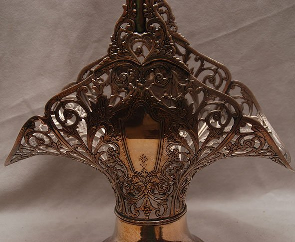 357: Silver plated reticulated basket, mid 20th c. with - 2