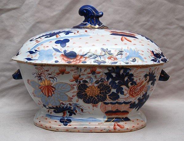 18: Lovely old Japanese Imari tureen, sans ladle, 12 1/