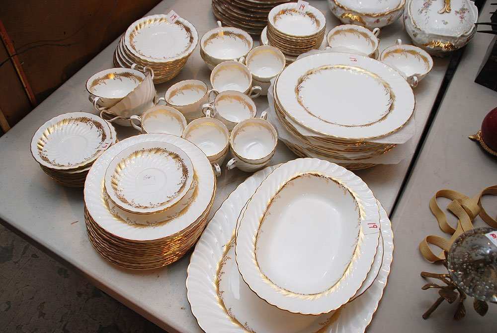 "19: Aynsley ""Kent"" China dinner service incl:"