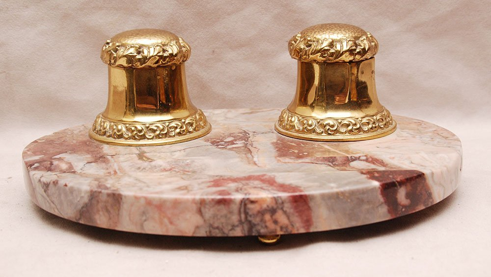 20: Ink well stand; 2 brass wells on footed marble stan