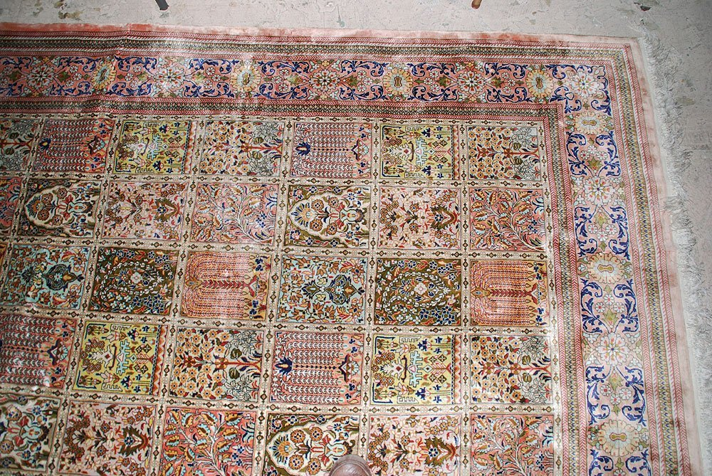 425: Large Chinese Silk Rug, 10' x 14' - 6