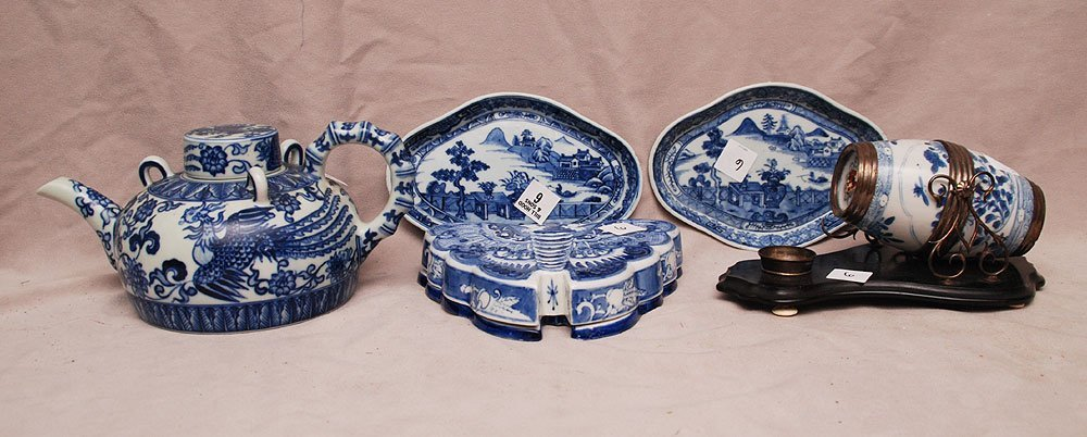 5 assorted pieces Chinese, (1) teapot, (1) piece with s