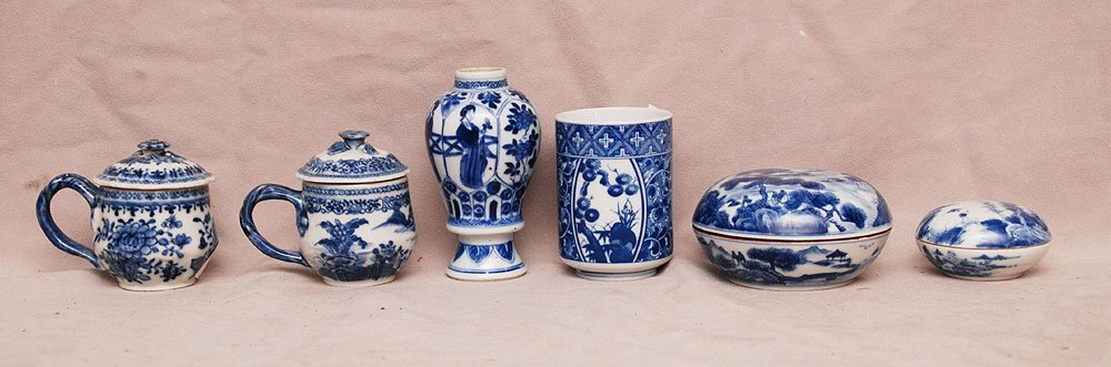 6 assorted miniature Chinese blue and white pieces, (2)