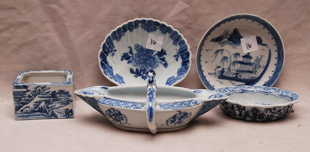 5 novelty blue and white Chinese pieces