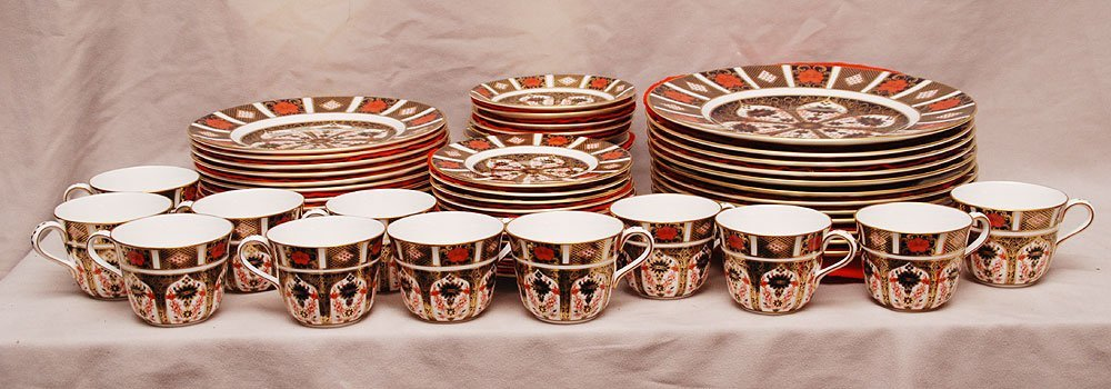 Royal Crown Derby china service, (12) dinner plates, (1