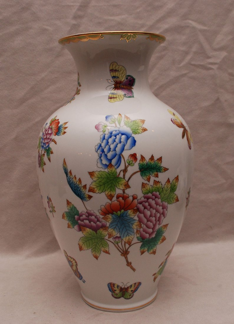 """Herend vase, """"Queen Victoria"""", 12""""h"""