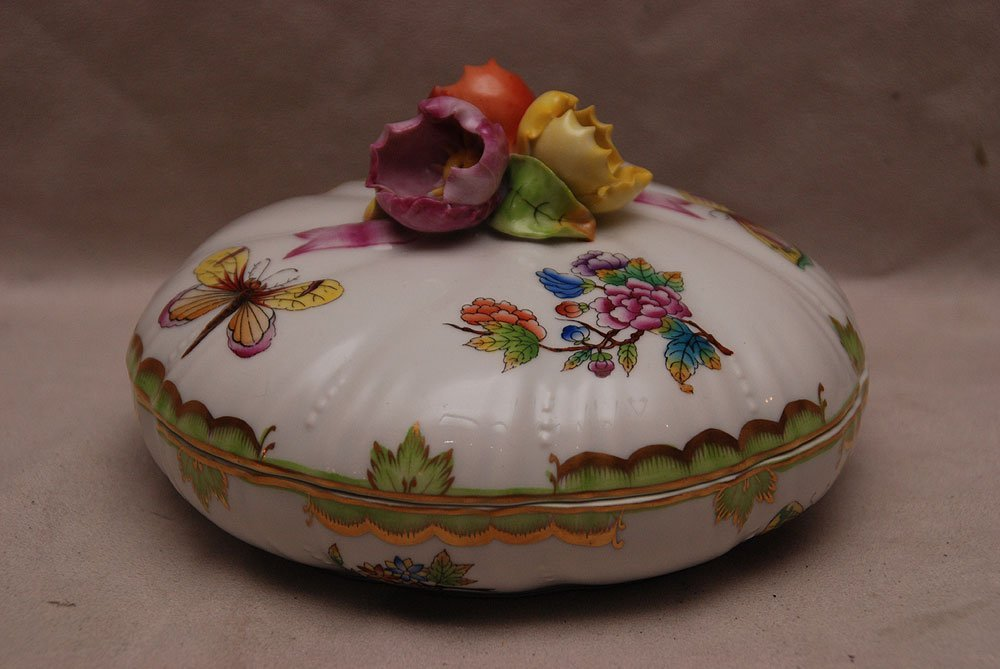 """Herend covered candy dish with tri floral finial, """"Quee"""