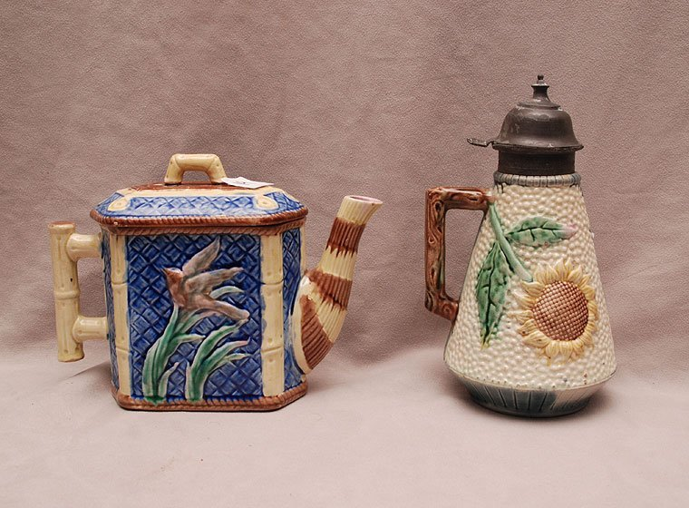 2 Etruscan majolica pieces, teapot and syrup pitcher