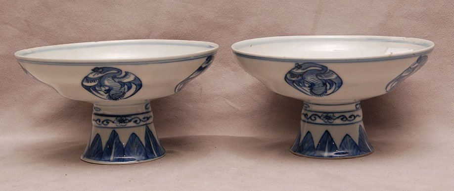 Pair stemmed Chinese porcelain open bowls, blue on