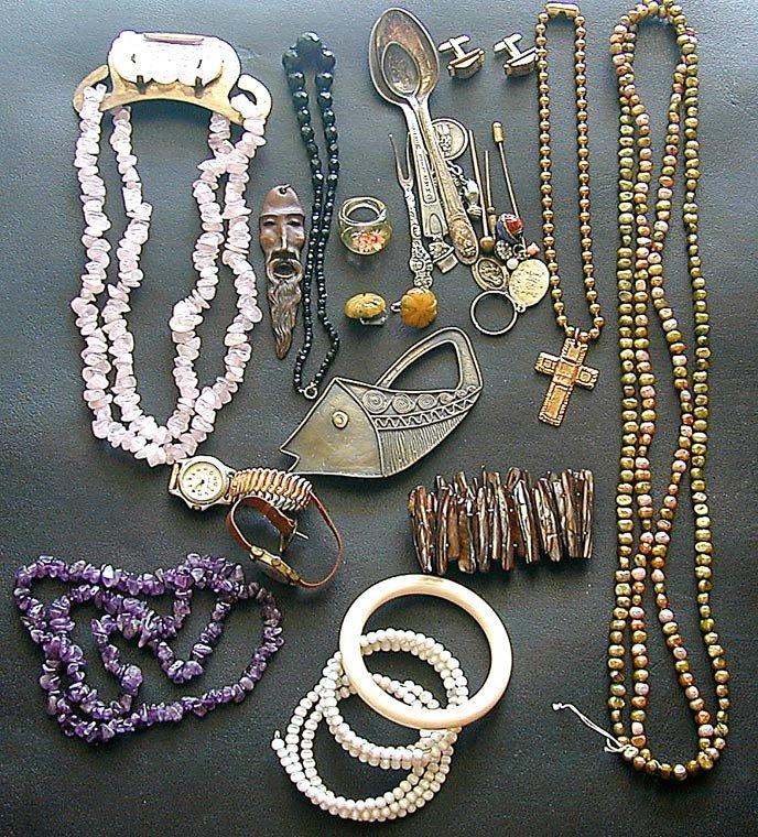 27 PCS Vintage Costume Jewelry Including necklaces,