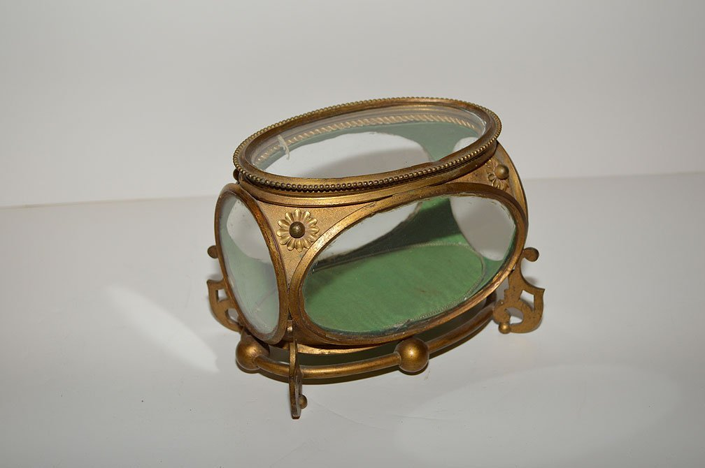 Gilt Metal & Glass Box. Condition: minor normal wear.