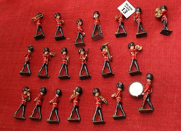 13: 20 pcs. lead soldiers, marching band, British Red C