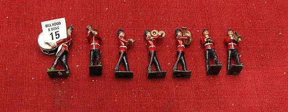 15: 7 pcs. lead soldiers, marching band, British Red Co