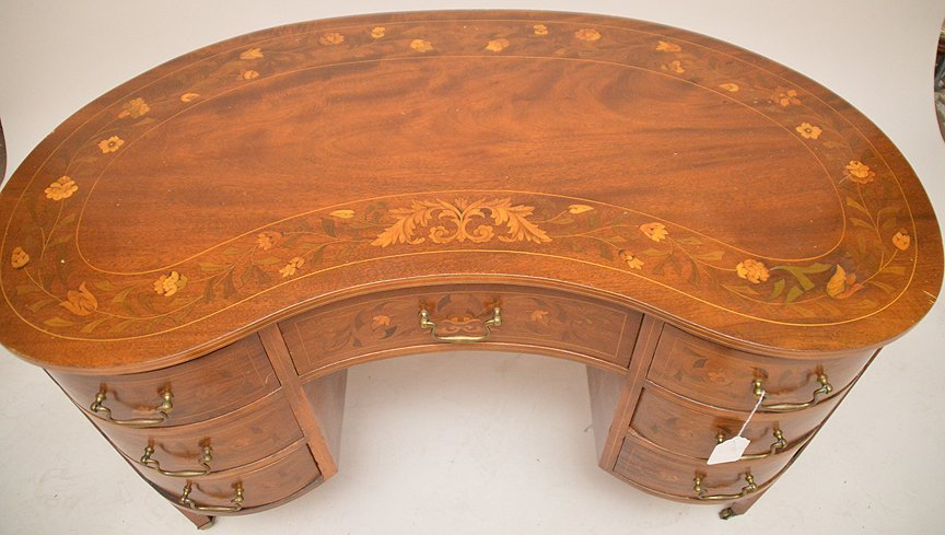 20th c. kidney shape marquetry desk, design all over - 3