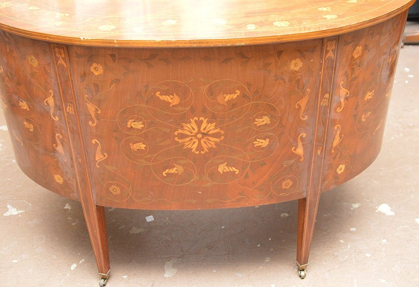 20th c. kidney shape marquetry desk, design all over - 4